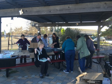 Master Gardeners show educators how to assemble their bins.